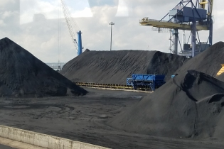 Coal at Tarragona Port (photo by Donna)